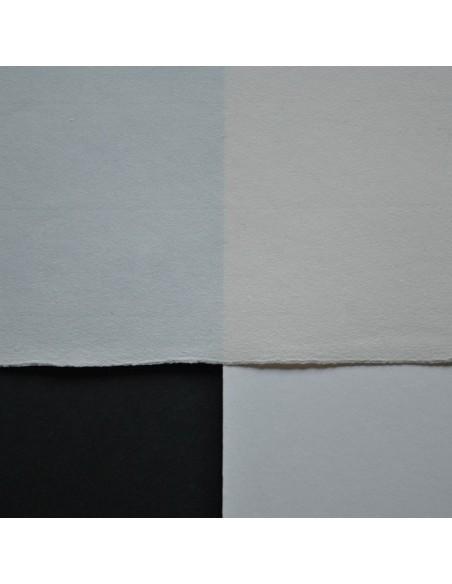 Papier ręcznie czerpany, 90 g/m² na białym i czarnym tle