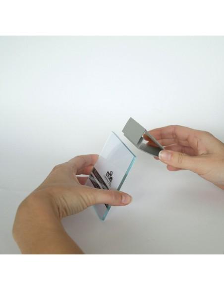 Montaż podstawki na tabliczce