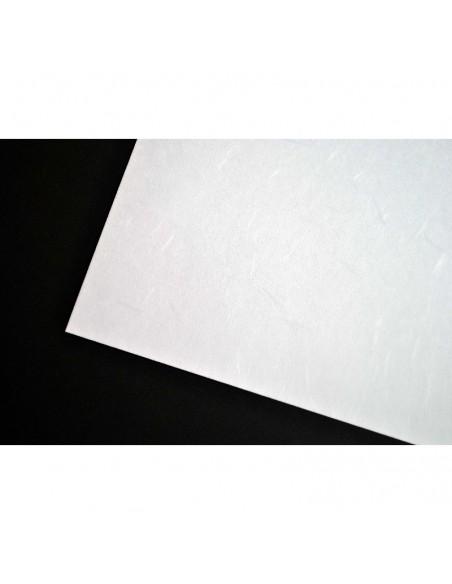 Papier japoński Tairei na tle czarnego kartonu
